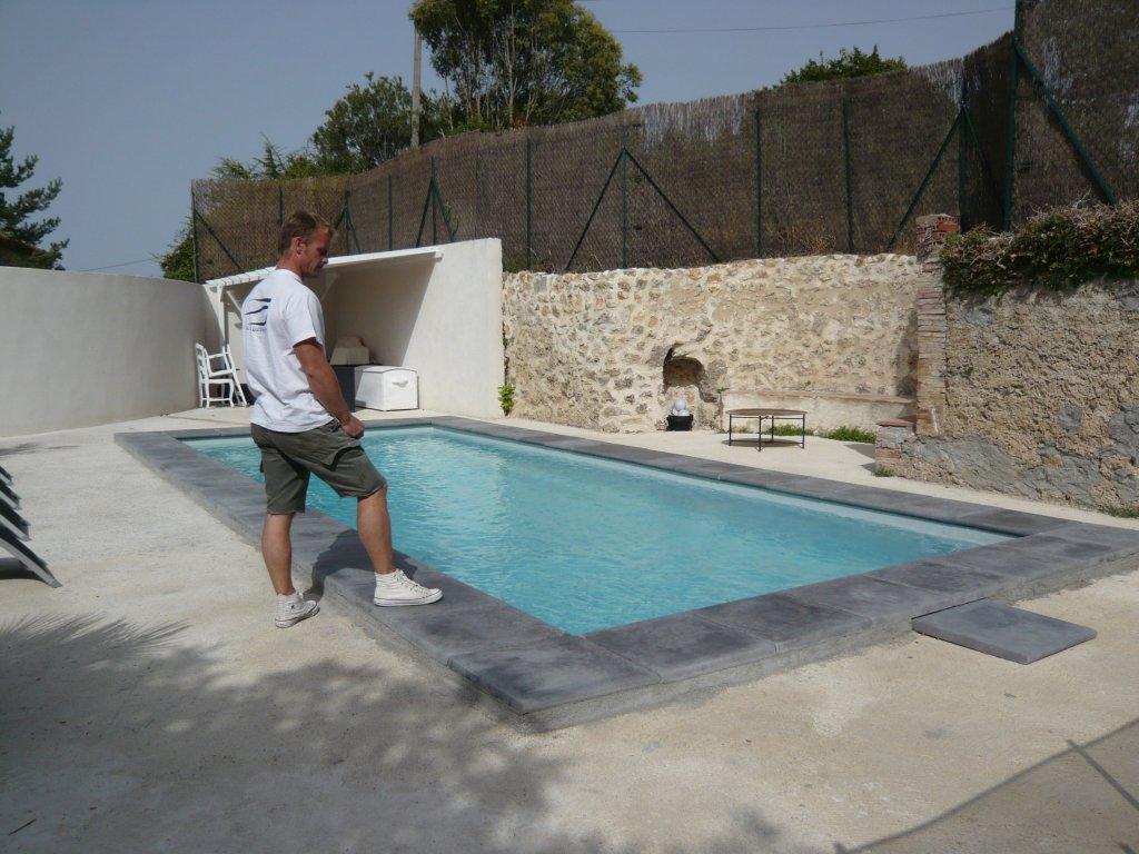 Ancien bassin de 150 ans r nov en polyester arm renforc for Peinture piscine polyester