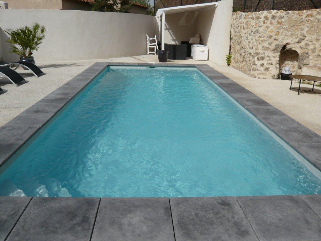 coque piscine gris clair