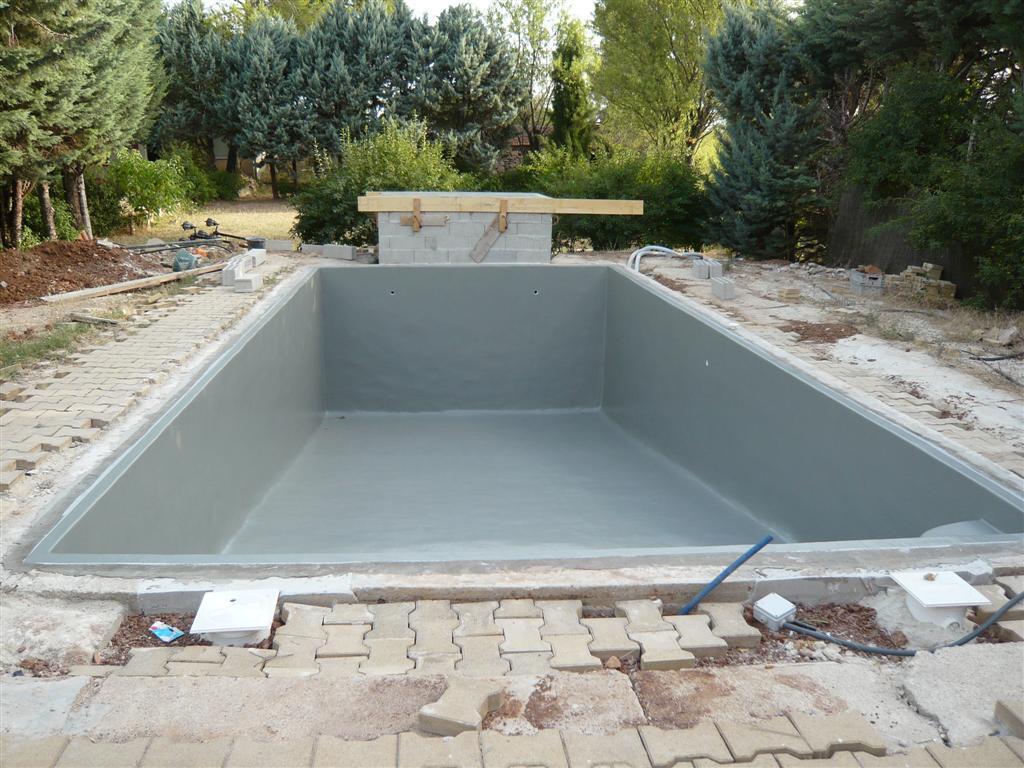 Couleurs d 39 eau piscines en polyester pre com 1 for Robot piscine pour coque polyester