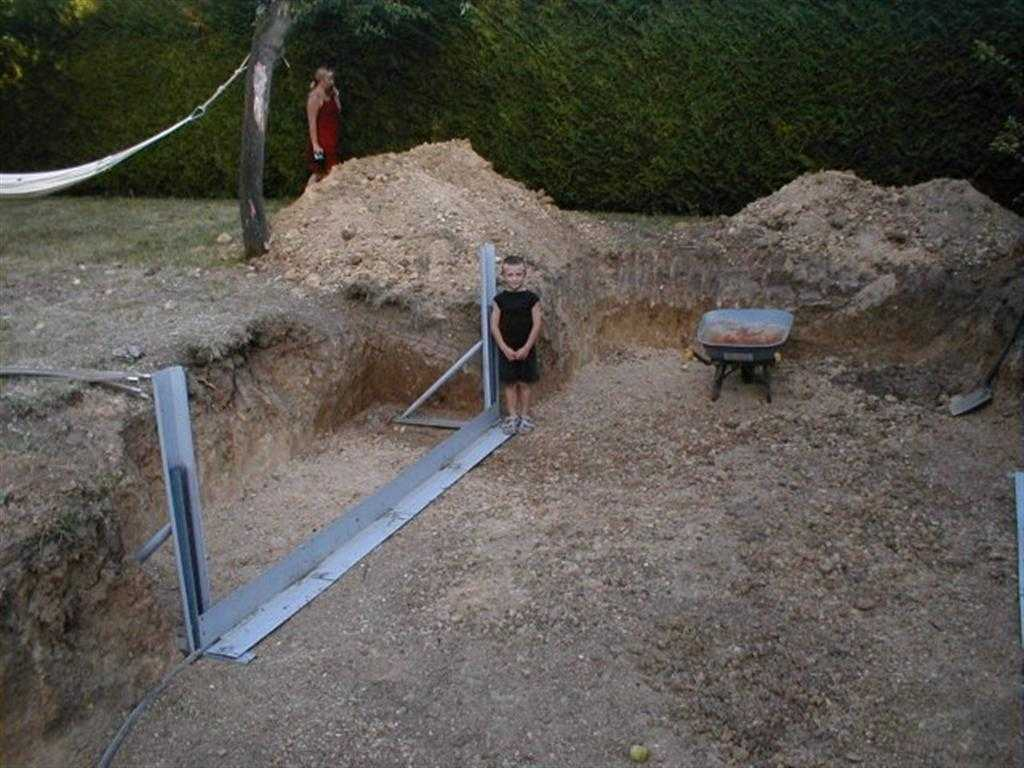 Piscine hors sol 77 enterr e avec polyester arm precom for Piscine hors sol pvc arme
