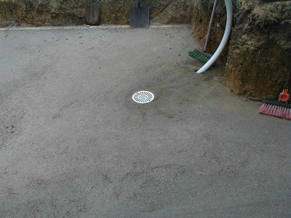 Piscine hors sol 77 enterr e avec polyester arm precom for Drainage piscine